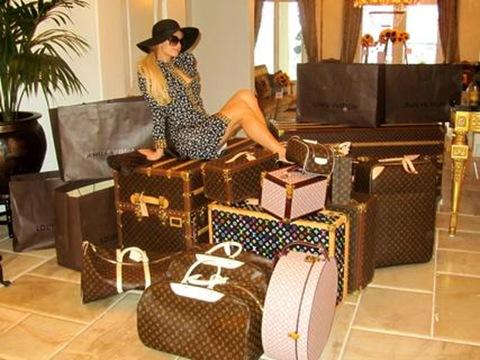 Paris-Hilton-Louis-Vuitton-Consumer4