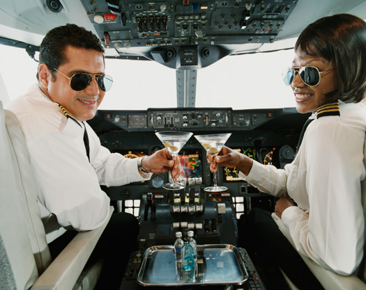 flying-drunk-drinking-flight-pilots
